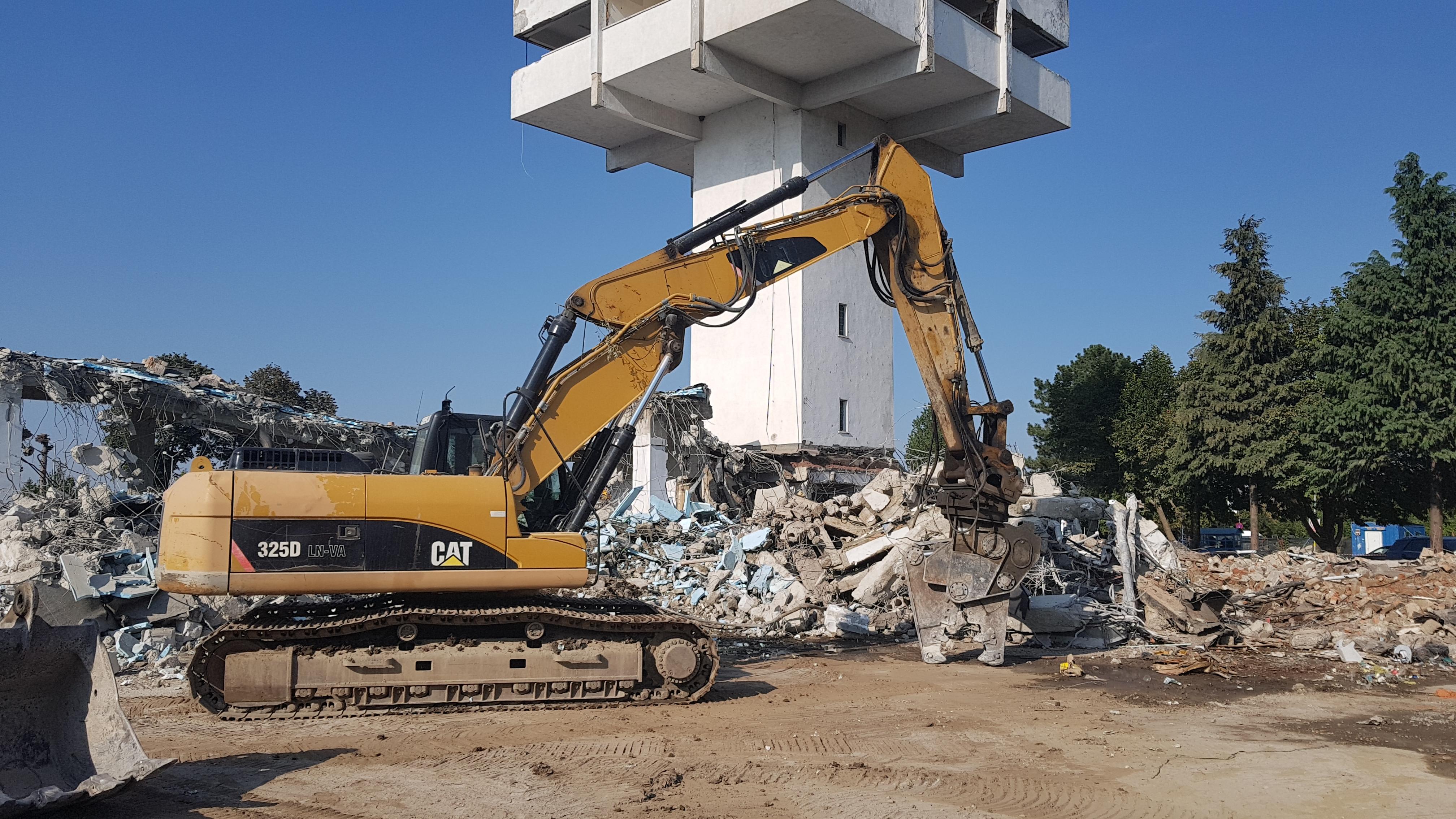 Demolare aeroport vechi Bacău