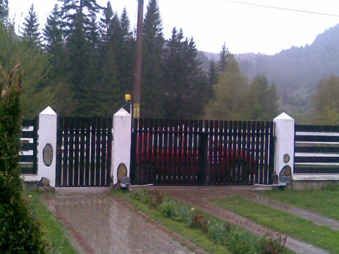 automatizare porti batante culisante Piatra Neamt Targu Neamt Roman